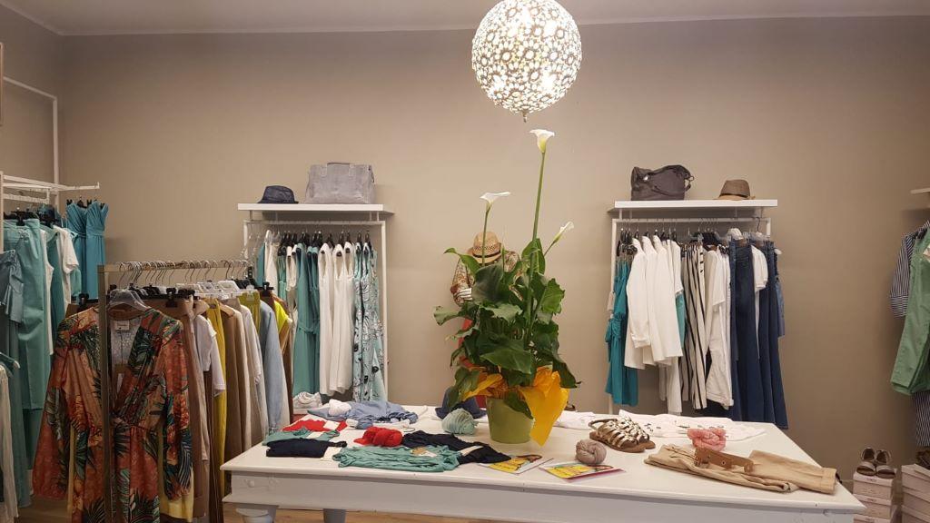 wholesale dealer 557ab 7ae31 Negozi di abbigliamento a Lazise associati alla LAEL